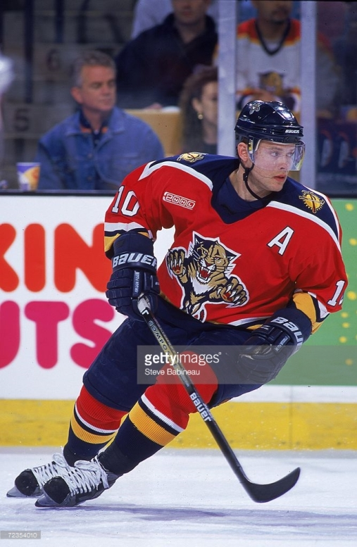 _____ Bure's offense helps lead the '99-'00 Panthers to their second consecutive Ultimate NHL Playoff appearance. (via Steve Babineau/Getty Images)